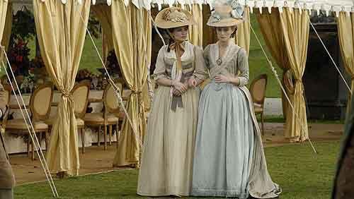 中世~近世ヨーロッパ貴族のドレスや女性の服装が楽しめる